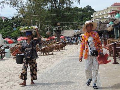 Serendipity Beach Sihanoukville Cambodia Beggars