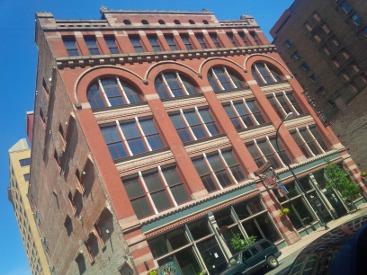 Buffalo LoftsOnPearl Hotel
